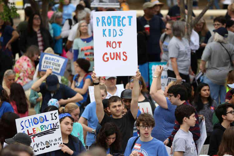 Les manifestants, comme ici à Houston, au Texas, demandent un contrôle plus strict des antécédents psychiatriques pour les personnes qui souhaitent acheter une arme.