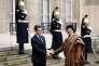 « Aux Etats-Unis, la grande majorité des Américains accueillirent la visite parisienne de Kadhafi avec le même sentiment de honte et d'indignation que les citoyens français» (Mouammar Kadhafi accueillis au palais del'Elysée, le 10 décembre 2007).