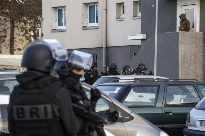 Perquisition au domicile de l'assaillant du Super U, Radouane Lakdim, à la cité d'Ozanam de Trèbes (Aude), le 23 mars.