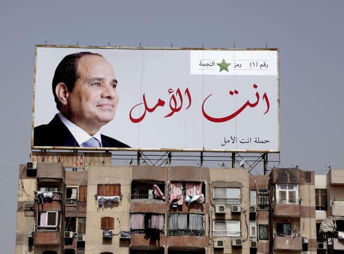 Une affiche de campagne pour Abdel Fatah Al-Sissi, dont le slogan est « Vous êtes l'espoir», au Caire, le 19 mars.