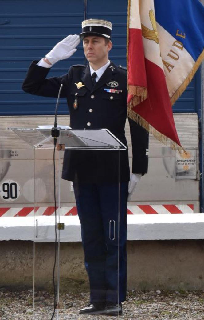 Le lieutenant-colonel Arnaud Beltrame, qui s'était substitué à un ou plusieurs otages du supermarché de Trèbes, a succombé à ses blessures samedi matin