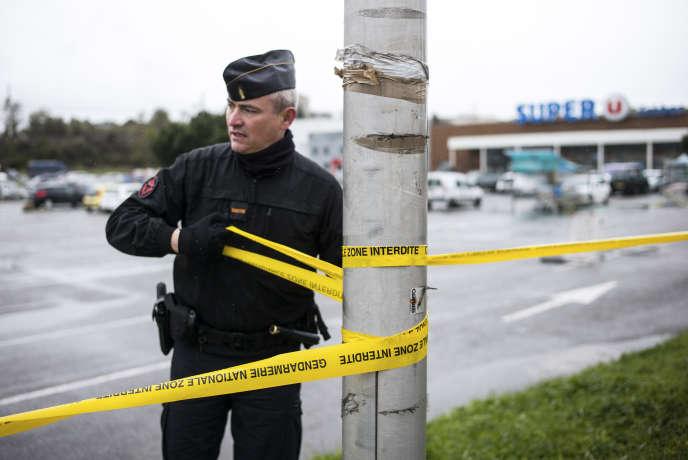 Trèbes dans l'Aude, le 24 mars 2018, le lendemain de l'attentat au Super U par le terroriste Radouane Lakdim, attentat revendiqué par l'État islamique. Photo: Ulrich Lebeuf / M.Y.O.P pour Le Monde