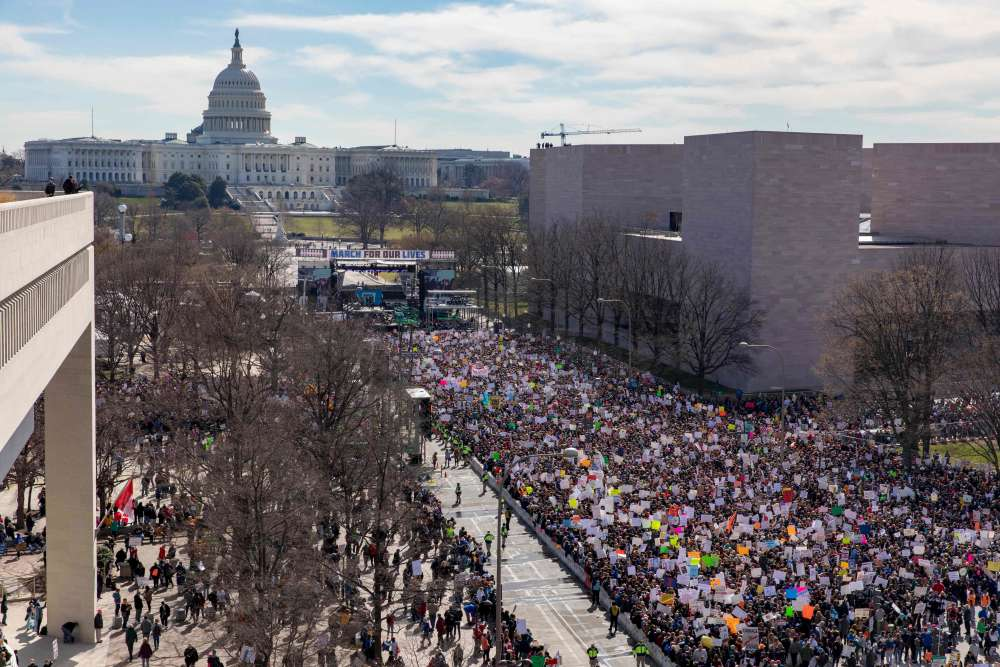 Plus d'un demi-million de personnes défilent, le 24 mars, contre les armes à feu à Washington.