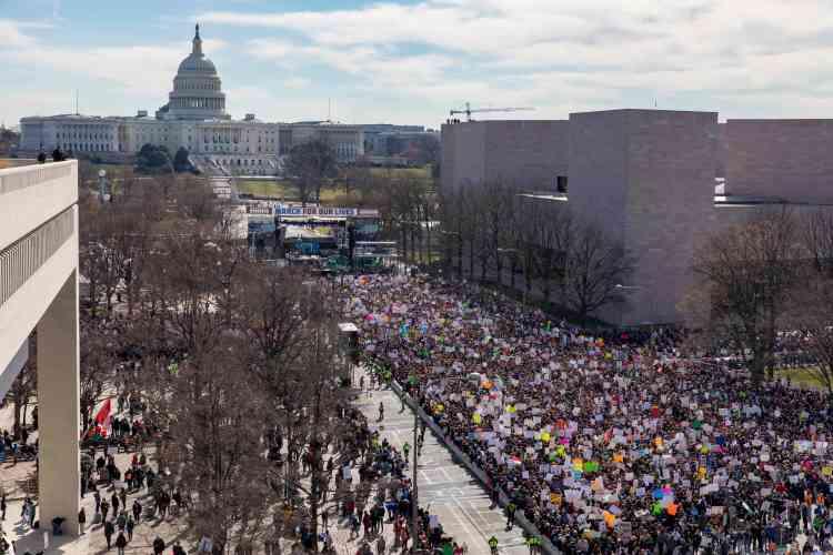 Plus d'un demi-million de personnes défilent, le 24 mars, contre les armes à feu à Washington.