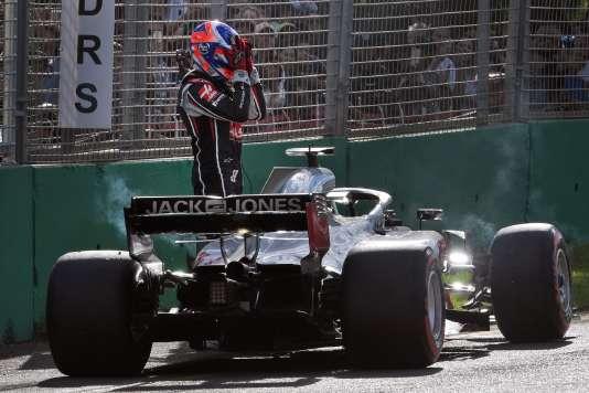 Le Français Romain Grosjean (Haas) abandonne au 25e tour du Grand Prix d'Australie.