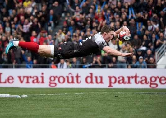 L'essai acrobatique de Chris Ashton.