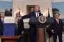 Donald Trump annonce qu'il signerala loi de finances, après avoir menacé de ne pas le faire, à la Maison Blanche, le 23 mars.