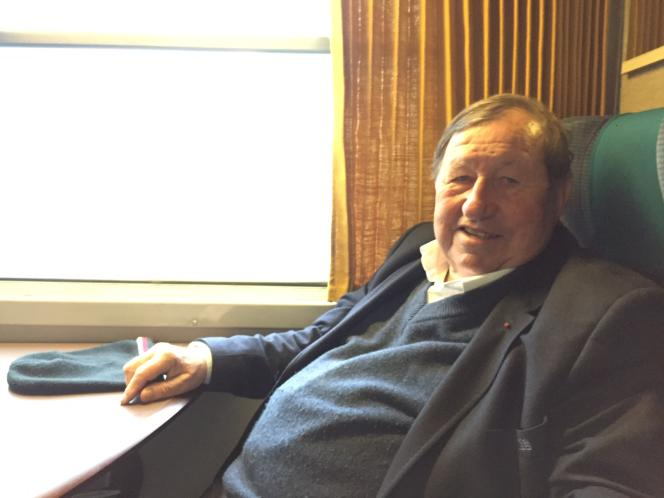 Guy Roux, entraîneur iconique de l'AJA Auxerre durant quarante ans.