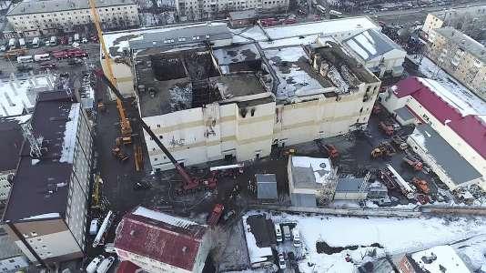 Le centre commercial de Kemerovo, après l'incendie.