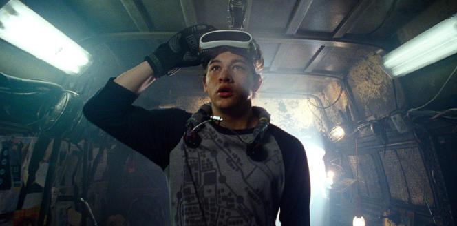 L'intrigue de « Ready Player One» se déroule en 2045, dans des univers virtuels accessibles par des casques de VR.