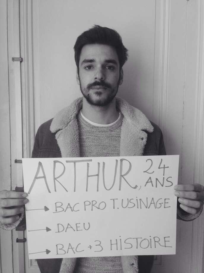 Arthur, 24 ans, étudiant en licence 3 d'histoire à Bordeaux.
