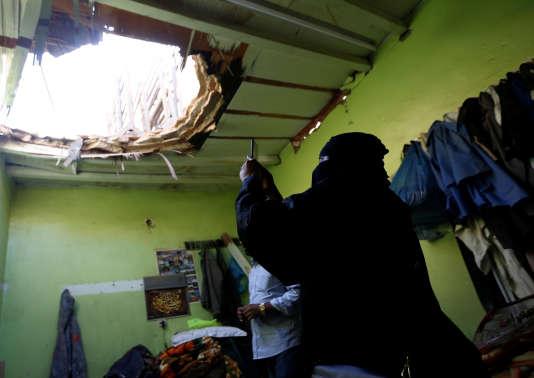 Dans un bâtiment endommagé par les débris d'un missile houthiste, à Riyad, le 26 mars.