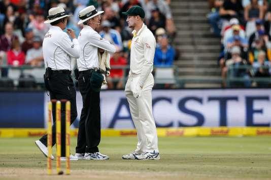 Cameron Bancroft, interrogé par les arbitres de la rencontre face à l'Afrique du Sud, a admis avoir tenté d'altérer l'état de la balle.