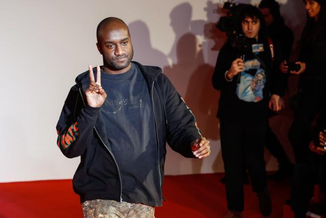 Virgil Abloh, à la fin du défilé Off-White, à Paris, en janvier.