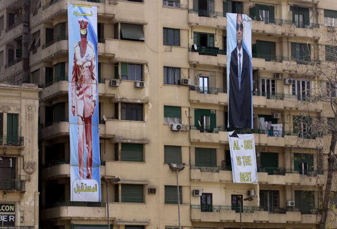 Des bannières invitent à voter pour le maréchalAbdel Fattah al-Sissi, sur la place Tahrir, haut-lieu de la révolution égyptienne de 2011, au Caire, le 22 mars.