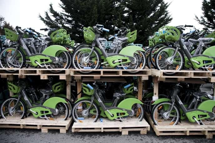 Les nouveaux Vélib' en attente d'installation, entreposés dans le Val-de-Marne, le 12 janvier.