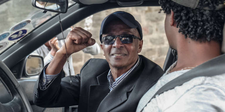 Le journaliste Eskinder Nega lors de sa libération, le 14 février 2018, à Addis-Abeba.