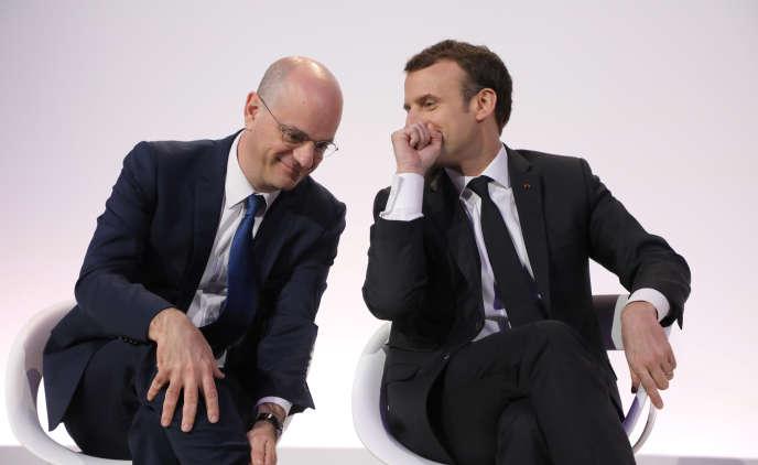 Le ministre de l'éducation, Jean-Michel Blanquer, et Emmanuel Macron (à droite), le 27mars.