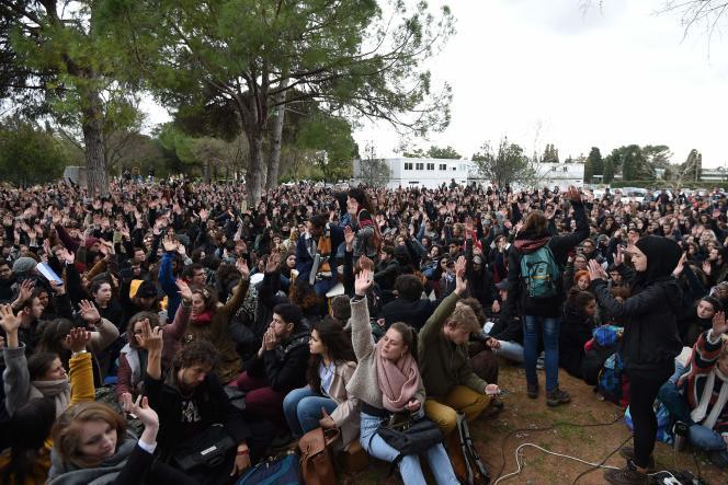 Entre 1 500 et 3 000 personnes ont participé à l'Assemblée générale à l'université de Montpellier-III Paul-Valéry, mardi 27 mars, qui s'est prononcée pour une « occupation illimitée».