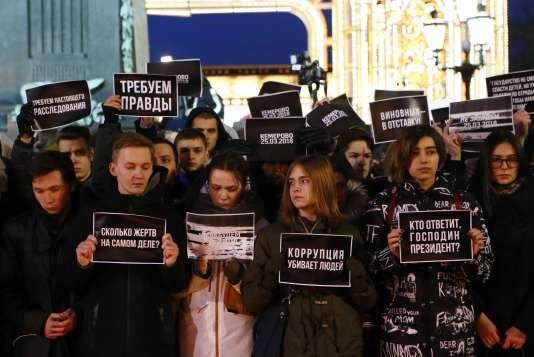 Des manifestants demandent à ce que la sécurité soit améliorée, pour éviter qu'un nouveau drame ne se produise.