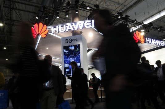 Sur le stand de Huawei au Congrès mondial de la téléphonie mobile (Mobile World Congress), le 26 février, à Barcelone.