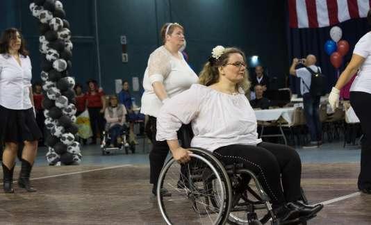Lise Pinto a transposé les pas propres à la danse country en une gamme de mouvements réalisables en fauteuil.