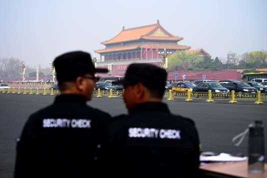 Des mesures exceptionnelles de sécurité ont été mises en place sur la place Tiananmen, à Pékin, le 27 mars 2018.