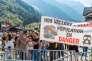 Manifestation antipollution à Chamonix, dans la vallée de l'Arve (Haute-Savoie) durant la visite de Nicolas Hulot, le 29 septembre 2017.