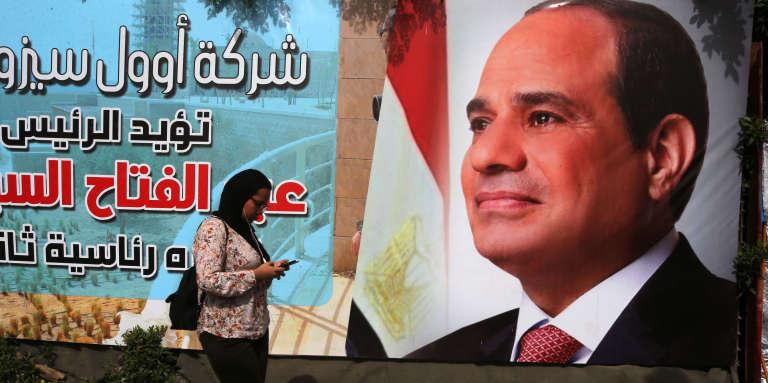 Une affiche électorale du président Sissi, au Caire, le 25 mars.