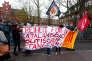 Des Catalans manifestent, le 28 mars, devant la prison de Neumeunster (Allemagne) pour demander la libération de Carles Puigdemont, incarcéré depuis le 25 mars.