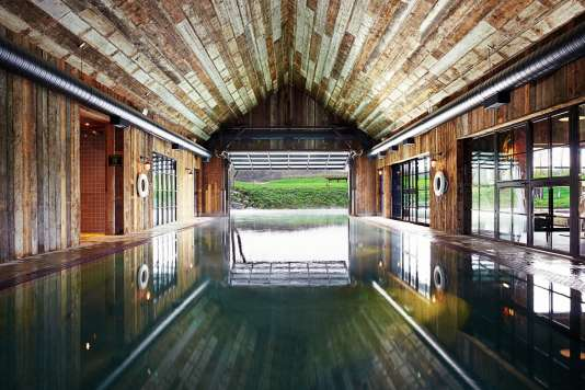 La piscine de la Soho Farmhouse, à Chipping Norton, dans l'Oxfordshire, au Royaume-Uni.