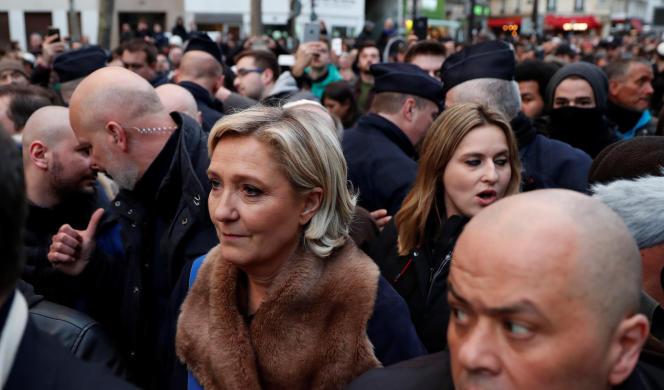 Marine Le Pen lors de la marche blanche en la mémoire de Mireille Knoll, à Paris, le 28 mars.