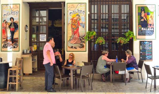 Dans la vieille ville, bars à tapas et bodegas ne désemplissent pas.
