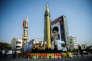 Exposition de missiles et d'un portrait de l'ayatollah Ali Khamenei, place Baharestan à Téhéran, le 27 septembre 2017.