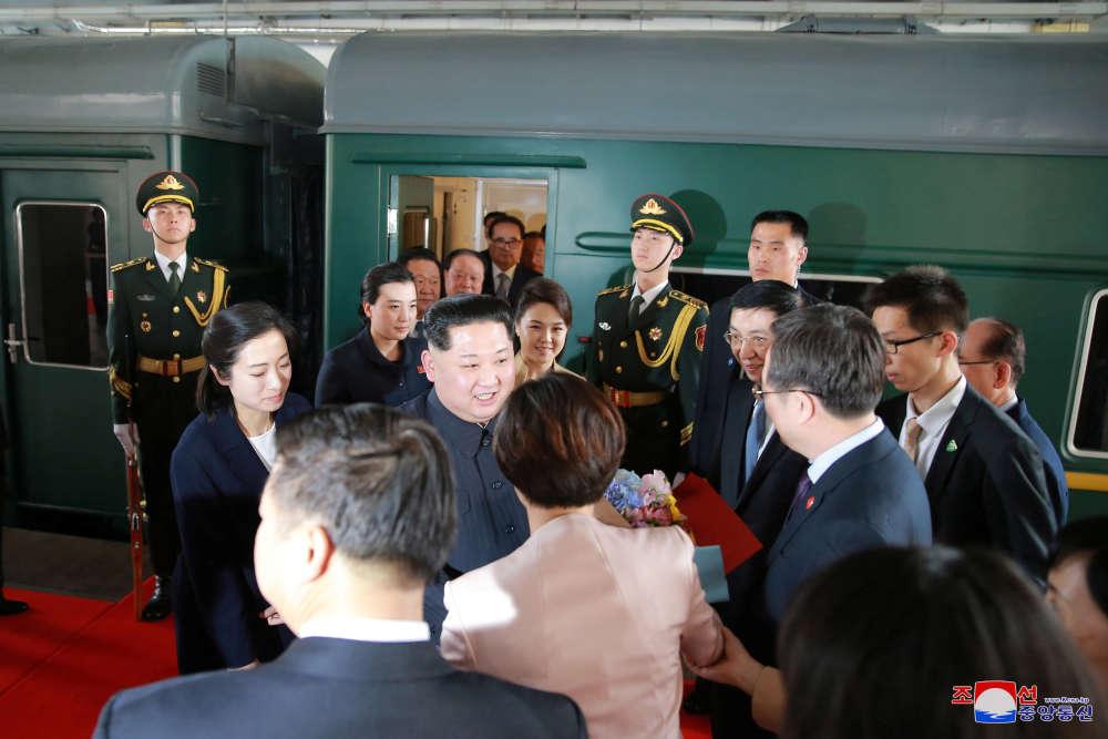 Arrivée à Pékin de Kim Jong-un et son épouse, Ri Sol-ju.