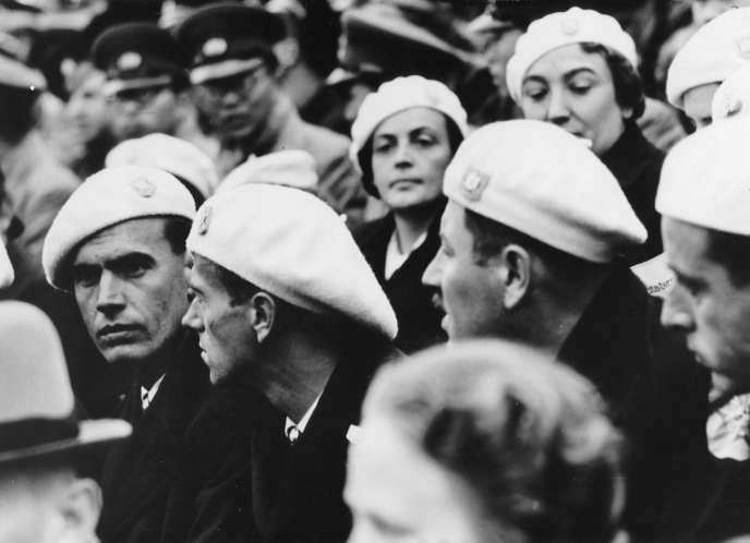 Fascistes roumains lors d'un rassemblement nazi à Nuremberg (Allemagne), en 1938.