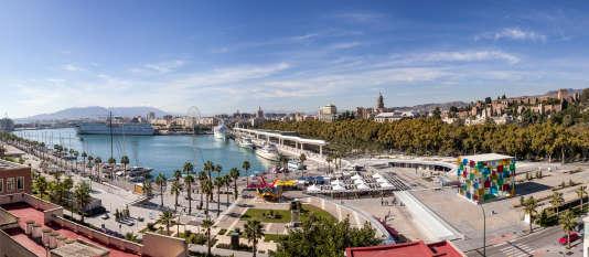 Le cube du Centre Pompidou Malaga (à droite) marque l'entrée de Muelle Uno, les docks superbement rénovés en 2011.