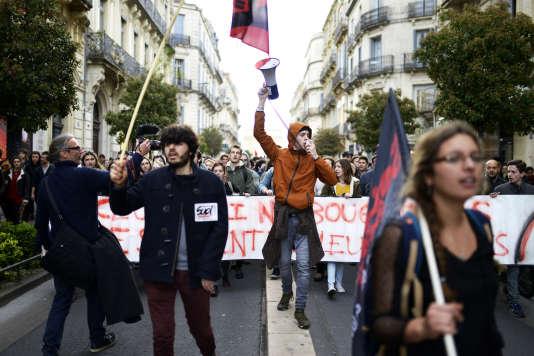 Manifestation aprèsl'évacuation violente d'étudiants grévistes de la faculté de droit, à Montpellier, le 27 mars.