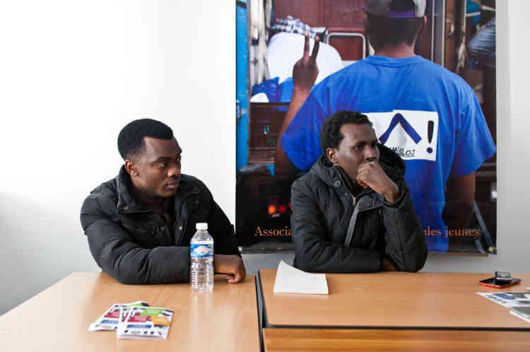 Alsadig et Alrashid dans les locaux de l'Association d'aide au logement des jeunes, le 1er février 2018, à Lyon. La formation va nécessiter qu'ils déménagent de Vichy.