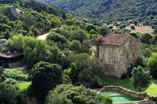 A Sartène, en Corse-du-Sud, le domaine de Murtoli propose un spa en plein air.