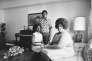 Linda Brown, militante américaine des droits civiques, et ses enfants à leur domicile, à Topeka (Maryland), le 30 avril 1974.