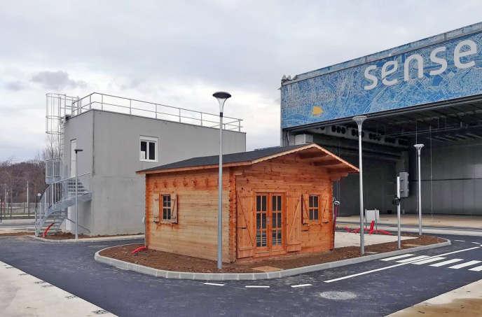 Sense City est une véritable mini-ville, entièrement recouvrable par une chambre climatique pour simuler tous types de climat, standards comme extrêmes.