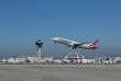 Un avion de la compagnie American Airlines décolle de Los Angeles, en mars.