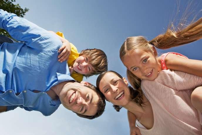 Dans le cas d'une adoption simple, le lien avec l'autre famille n'est pas rompu.