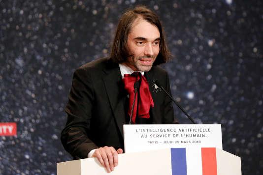 « L'approche française est d'entrer par la technologie et par le Meccano administratif des instituts de recherche, des appels à projets et des pôles de compétitivité» (Cédric Villani le 29 mars à Paris).