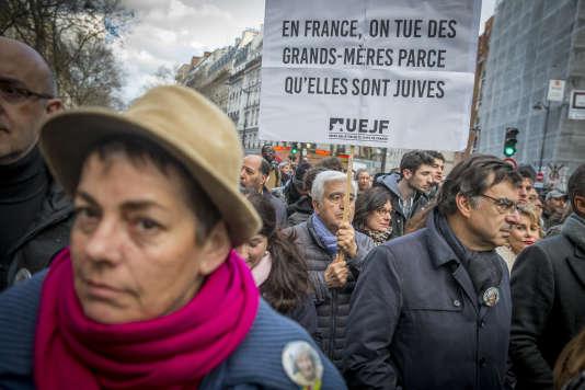 Dans la marche blanche en hommage à Mireille Knoll, à Paris, le 28 mars.