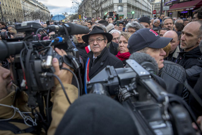Jean-Luc Mélenchon lors de la marche blanche pour l'octogénaire juive Mireille Knoll assassinée dans son appartement , à paris, le 28 mars.