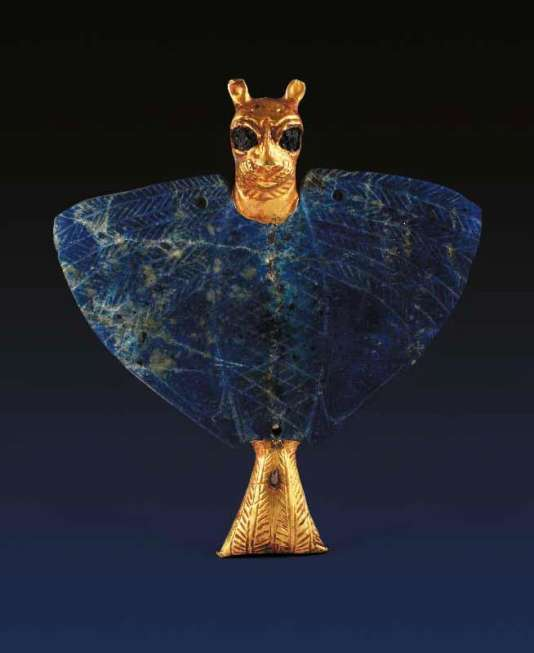 Chauve-souris en or et lapis-lazuli, emblème de la déesse Ichtar, provenant de Mari, Syrie, IIIe millénaire av. J.-C.