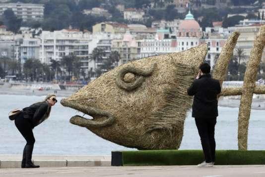 Oeuvre du sculpteur français Christian Burger, à Nice en avril 2017.