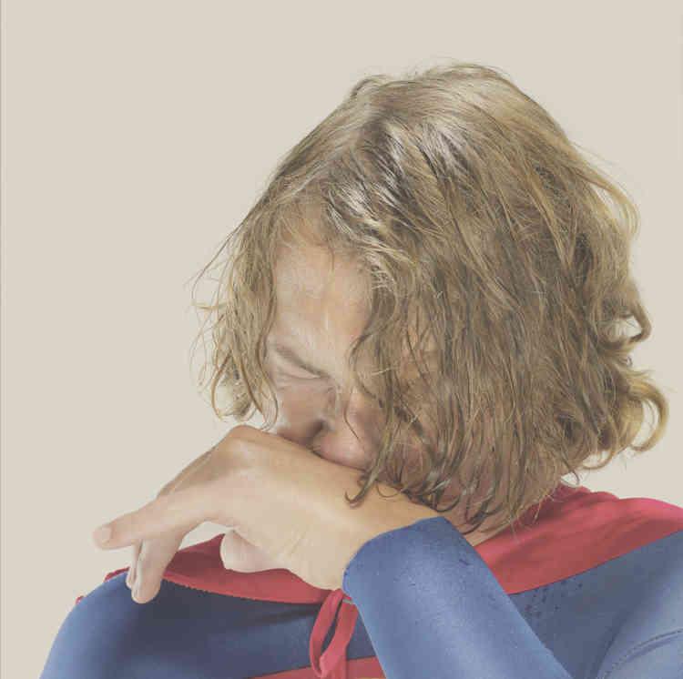 «Au travers de cet émouvant portrait d'adolescent, Joergensen fait voler en éclats l'image de Superman. Avec réalisme, il montre en détail les frustrations propres à cette période où le monde de l'enfance s'éloigne pour laisser place à une prise de conscience des limites du réel.»